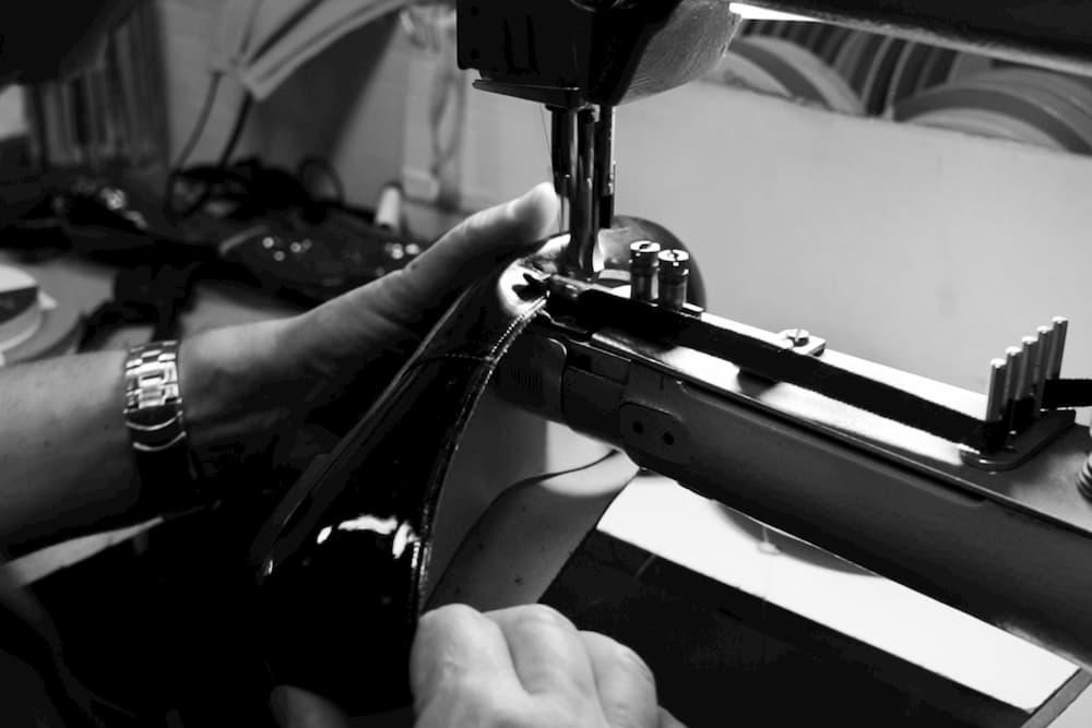 Elaboracion artesanal calzado menorca